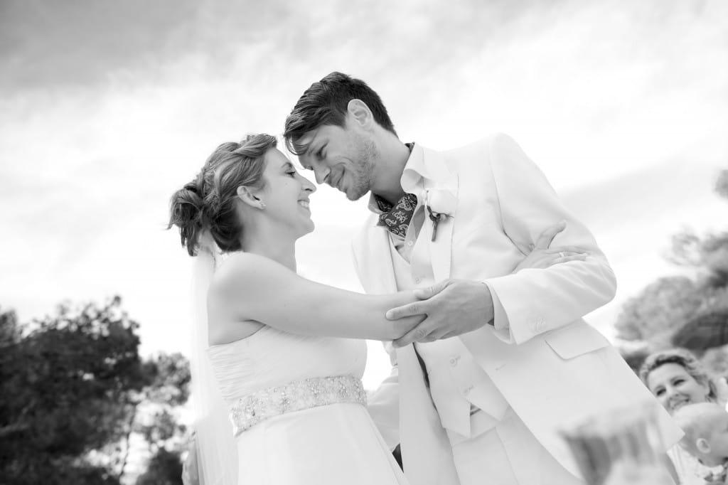 Brautpaar auf Mallorca am Strand